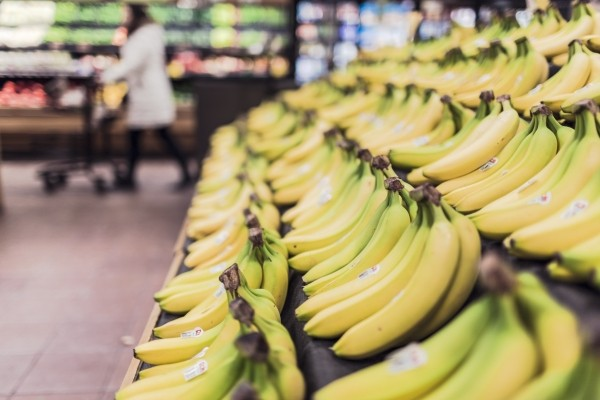How I feed my family on a budget, $300 per month for a family of 5, Fresh bananas fruits food grocery store supermarket