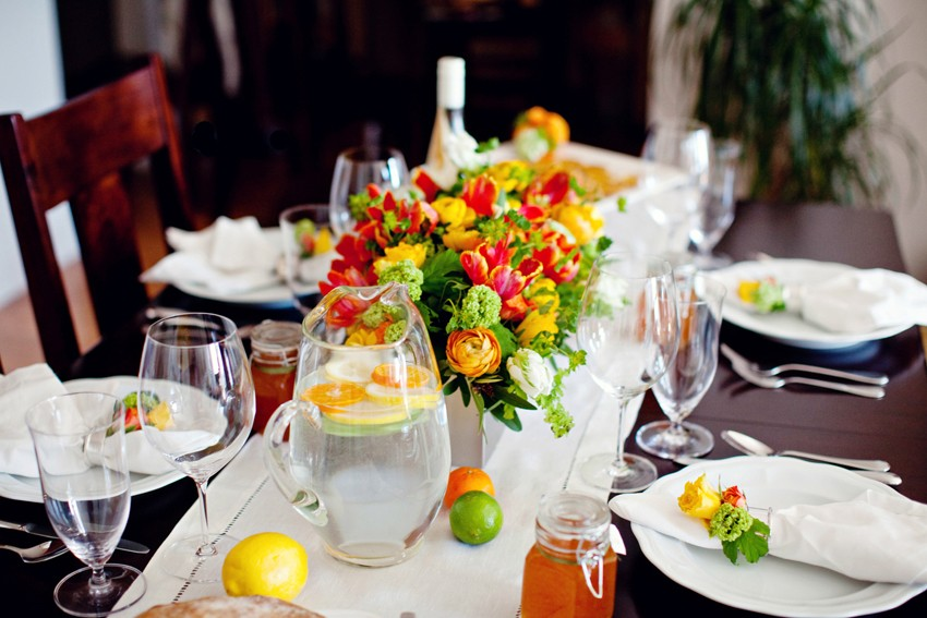 Orange-Lemon-Lime-Flowers-Summer-Table-Decor-Ideas