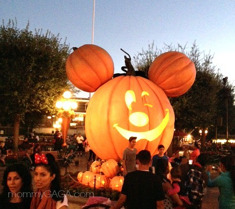 Giant Mickey Mouse Pumpkin, Disneyland Main Street, Halloween