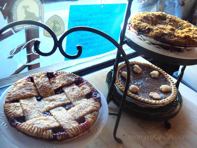 some of mom s pies omg you must try the apple boysenberry crumb pie ...