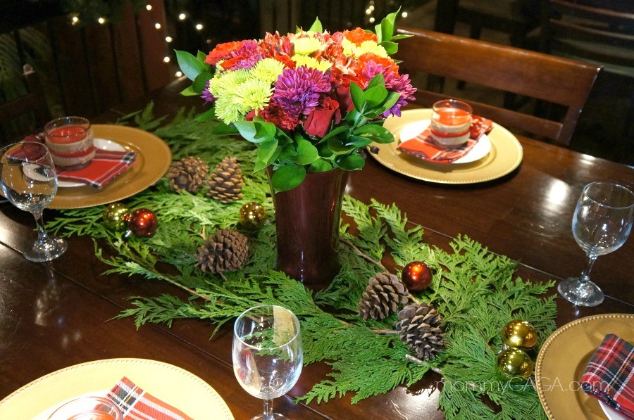 christmas dinner table decorating ideas use fresh flowers and greenery - Christmas Dinner Decorations