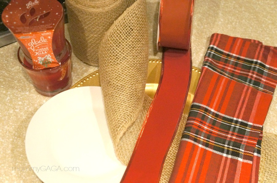 Make a holiday candle place setting favor