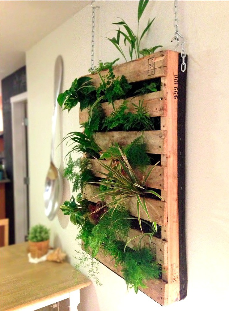 DIY Pallet Wall Living Planter