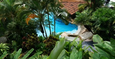 Aerial view of the swimming pool with watersilde, Si Como No hotel in Costa Rica