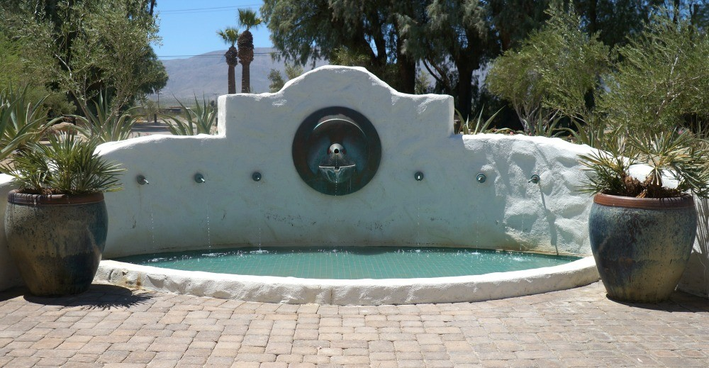 Fountain in the desert, La Casa Del Zorro