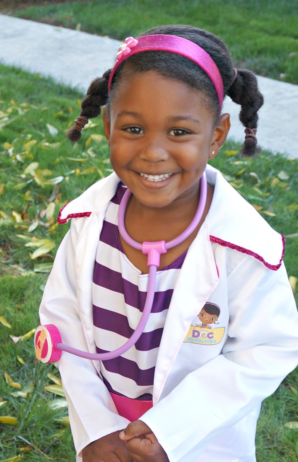 disney junior costumes at walmart cute little girl in doc mcstuffins halloween costume - Disney Jr Halloween Costumes
