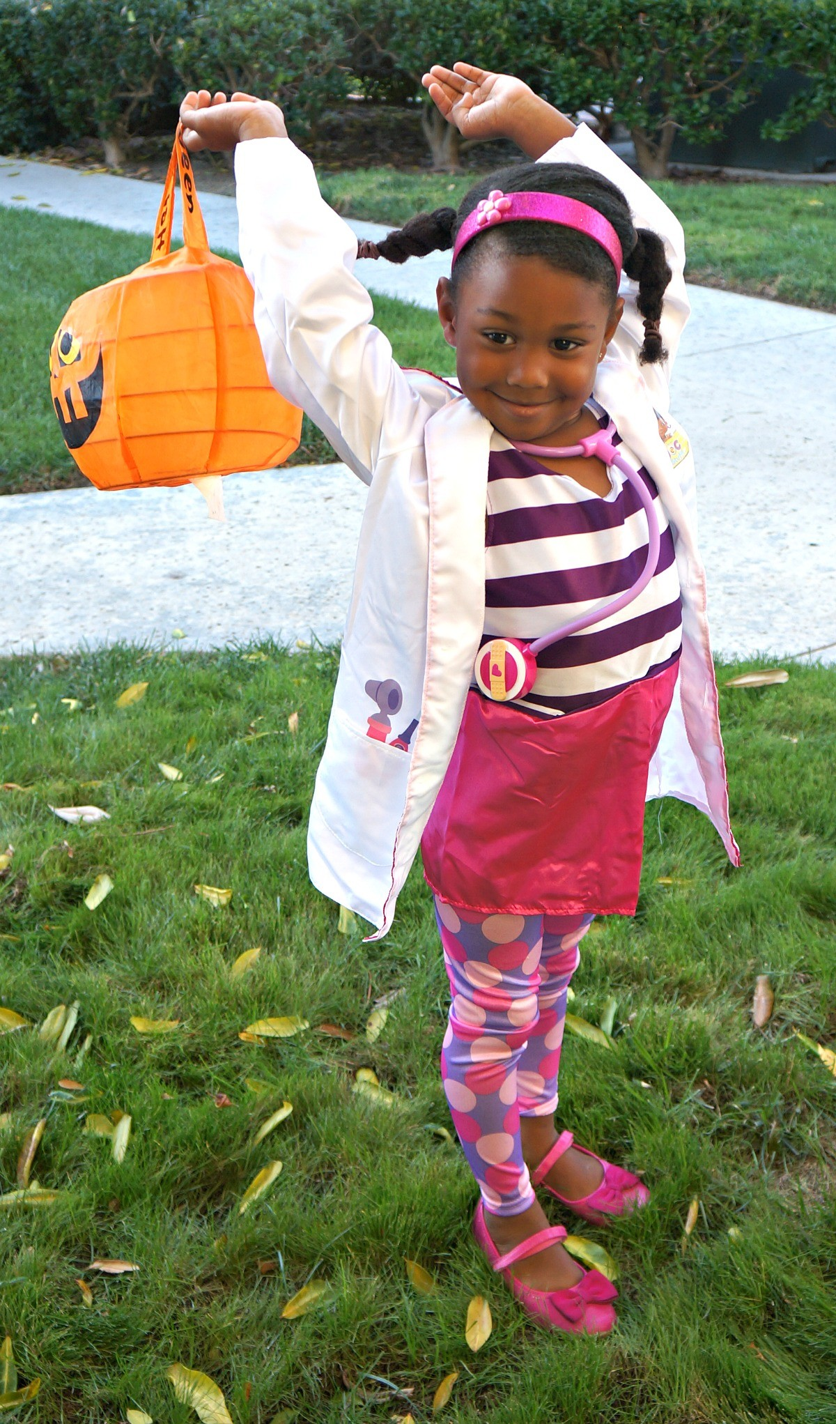 girl trick or treating in doc mcstuffins halloween costume - Doc Mcstuffins Halloween Bag