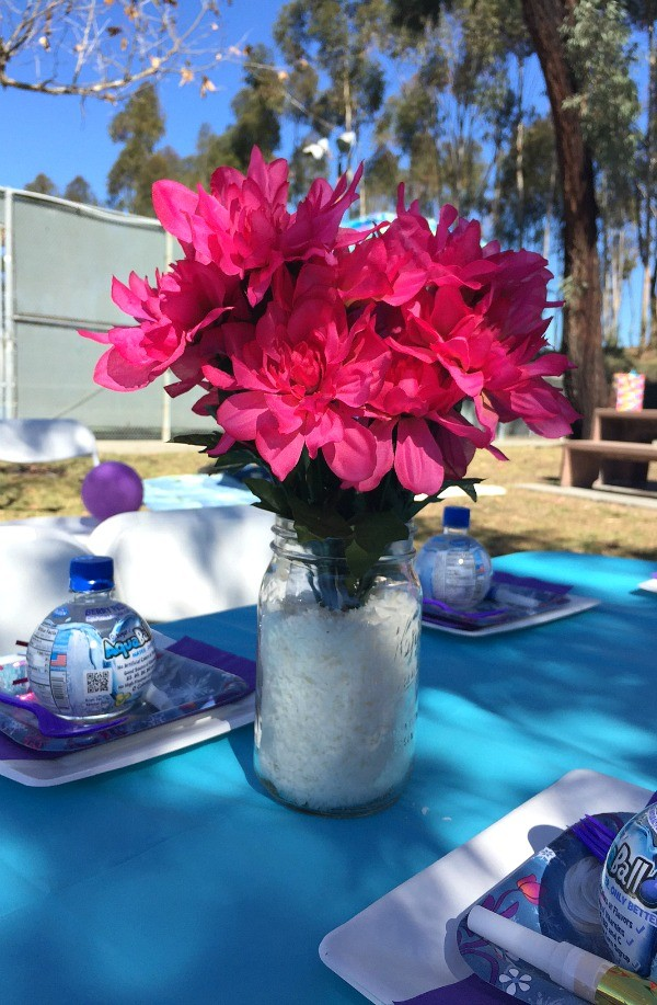 Frozen Birthday Party Ideas, flowers and snow table centerpiece