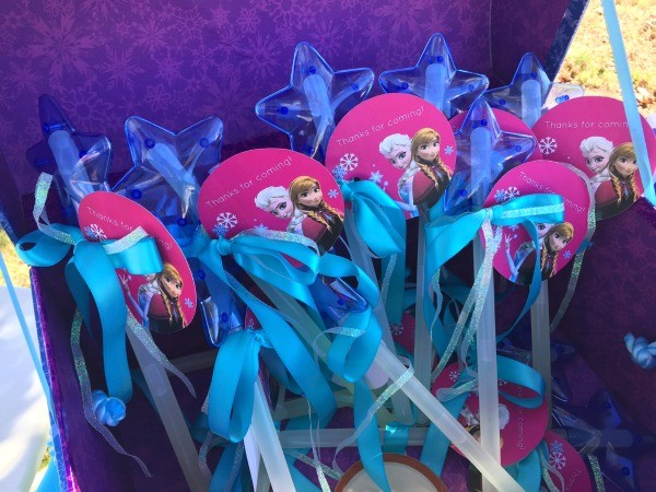 Frozen Birthday Party Ideas, magic glow wands party favors