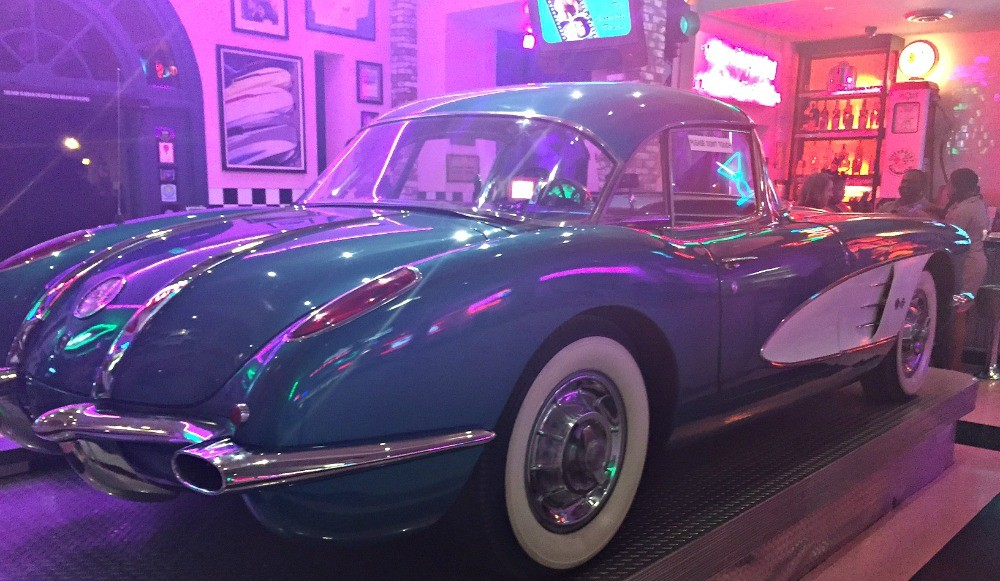 Corvette Diner restaurant in San Diego, awesome old school car at ...