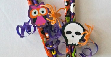 Fun Candy Free Treats- DIY Halloween Pencil Favors for kids, perfect for classroom parties!
