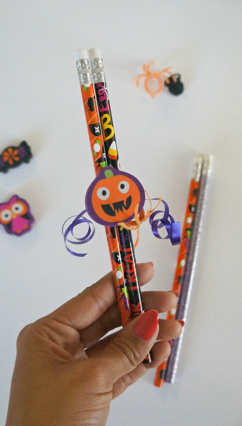 how to make candy free diy halloween pencil favors - Diy Halloween Favors