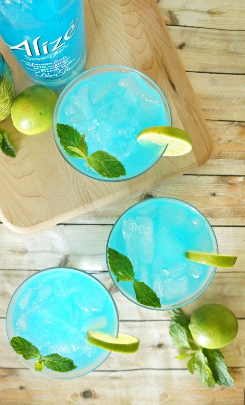 Blue passion fruit mojito recipe with Alize Bleu Passion- such a refreshing summer cocktail!