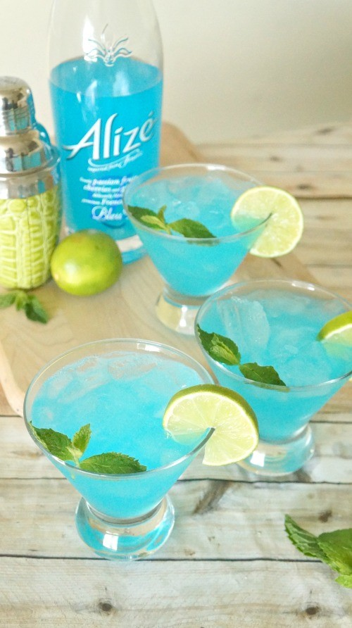 Blue passion mojito cocktail recipe made with Alize Bleu Passion liqueur - what a beautiful and refreshing summer cocktail recipe!