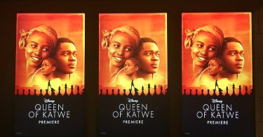 disneys-queen-of-katwe-u-s-movie-premiere-posters-at-el-capitan-theater