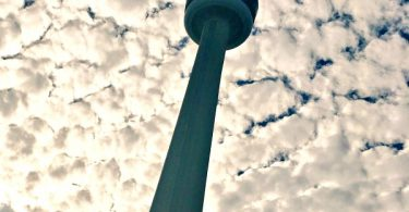 things-i-did-in-downtown-toronto-looking-up-at-the-cn-tower
