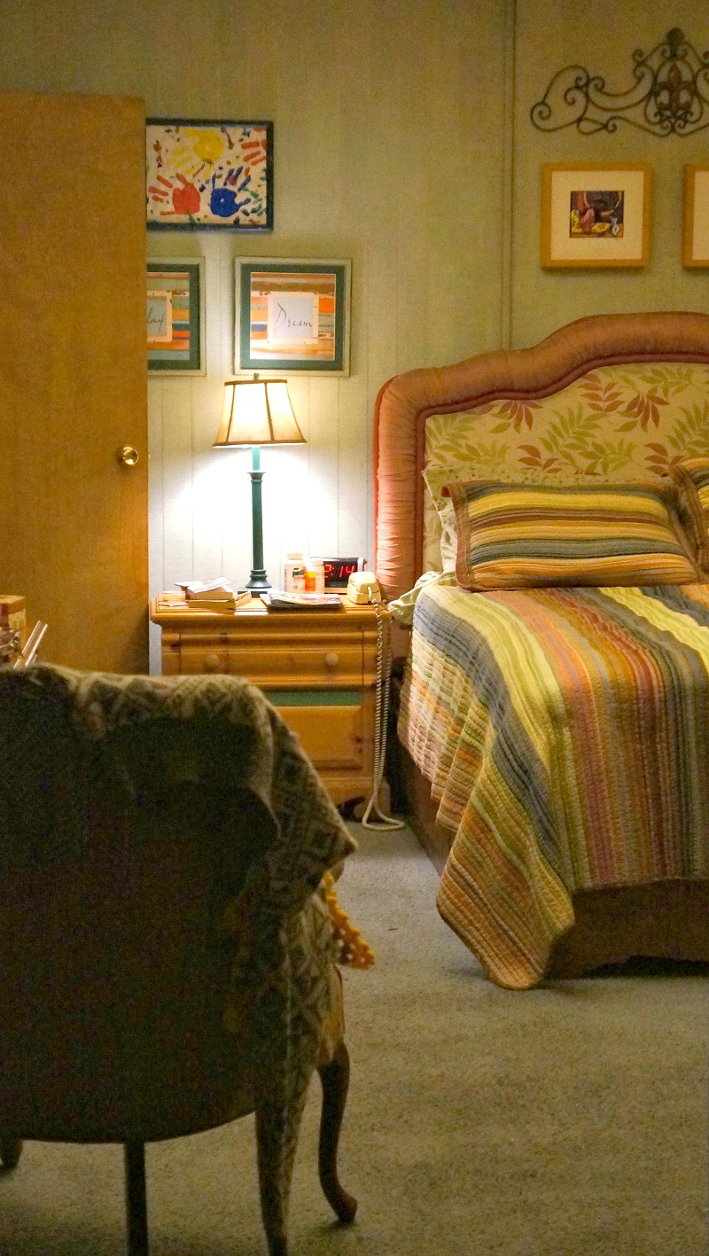 abcs-the-middle-tv-show-behind-the-scenes-inside-the-bedroom-on-the-set