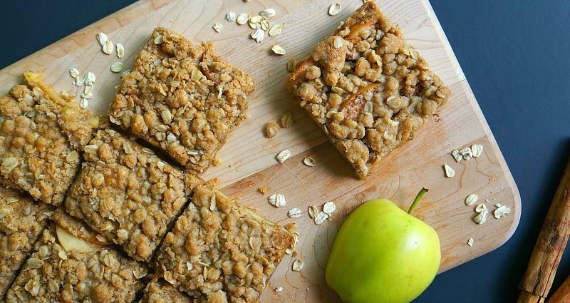 These apple cinnamon oatmeal bars are so good