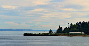 view-of-mount-rainier-from-the-washington-state-ferry-bainbridge-island-to-seattle-washington