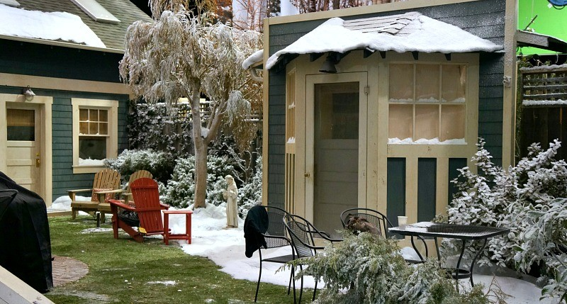 visiting-the-set-and-meeting-the-cast-of-the-real-oneals-snowy-winter-back-yard-on-the-set