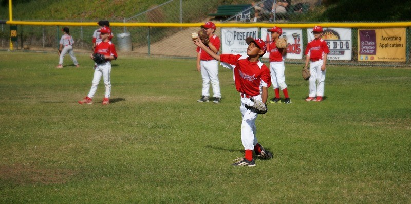 youth-baseball-player