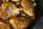 Sundried tomato chicken thighs recipe, photo: Dash of Evans