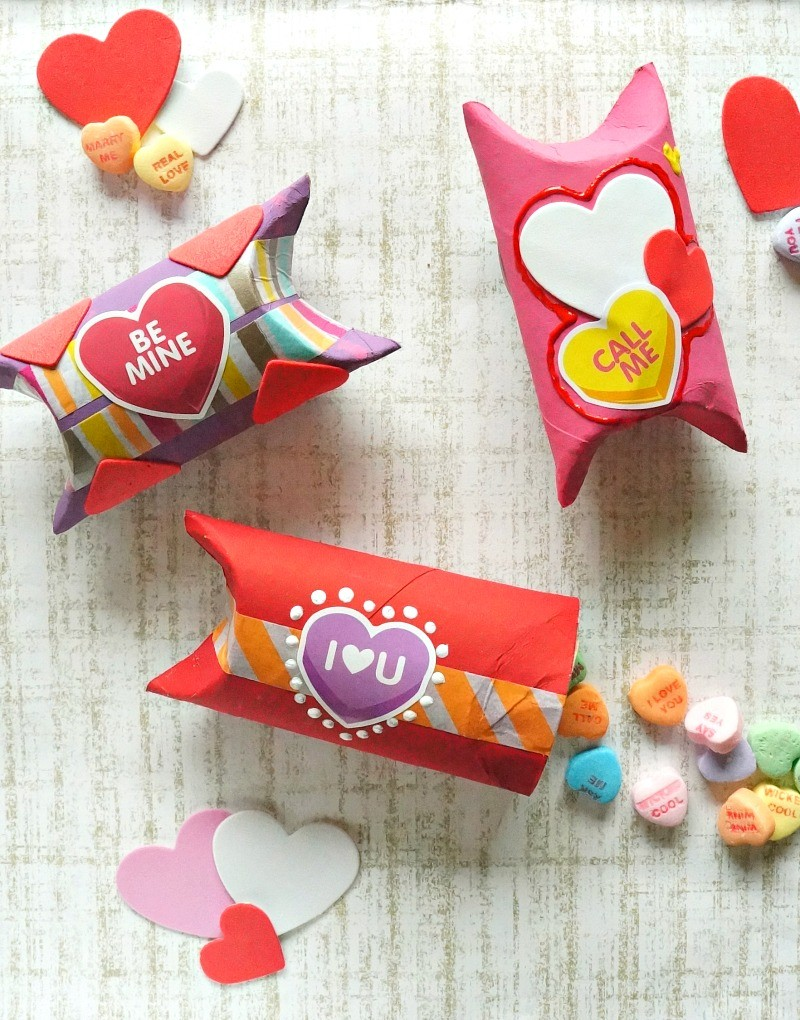 DIY Valentine's Day gift boxes, made out of toilet paper rolls! Love this fun craft idea