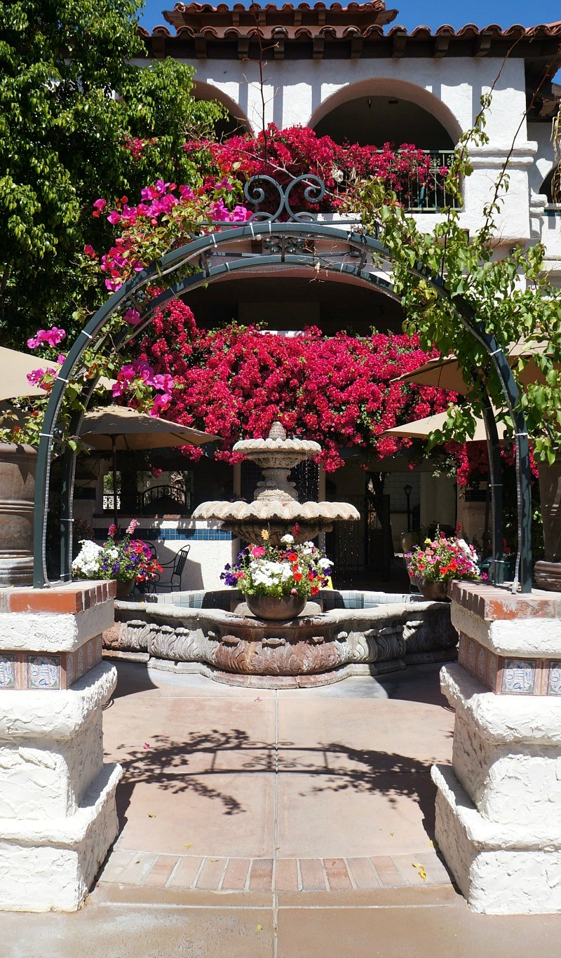 Best Western Las Brisas Palm Springs, CA reviews, nice courtyard with fountain