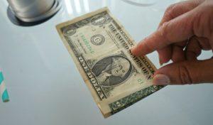 How do you make a dollar bill lei
