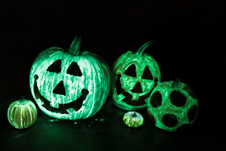 Creative pumpkin decorating ideas - DIY glow in the dark pumpkins, The SITS girls
