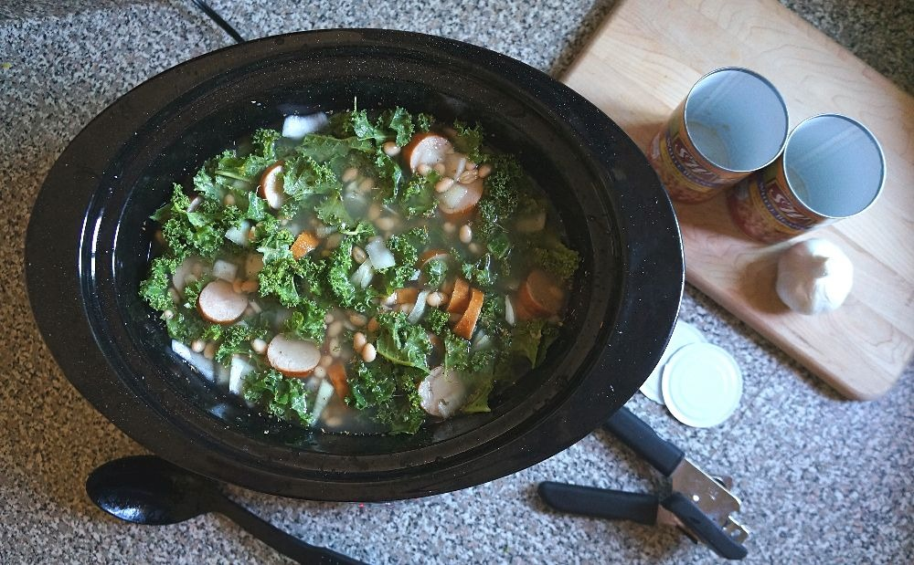 Easy healthy weeknight dinners - Slow cooker chicken sausage kale and white bean soup recipe