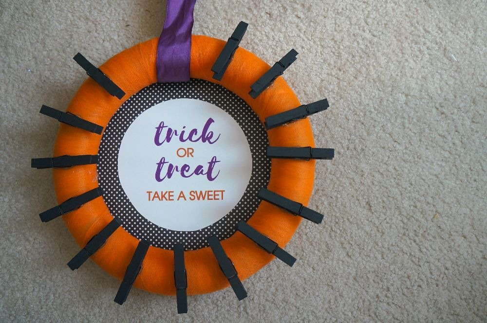 DIY Halloween candy wreath craft