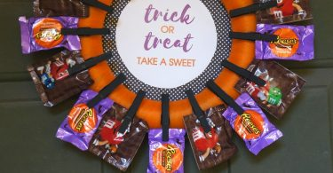 Halloween trick or treat ideas - how to make a candy wreath