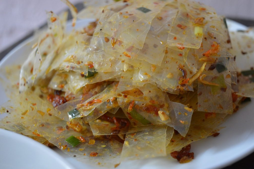 Vietnamese street foods to try, rice paper salad, Bánh Tráng Trộn
