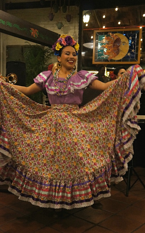 Beautiful Mexican dancer at El Paseo Inn restaurant Olvera Street