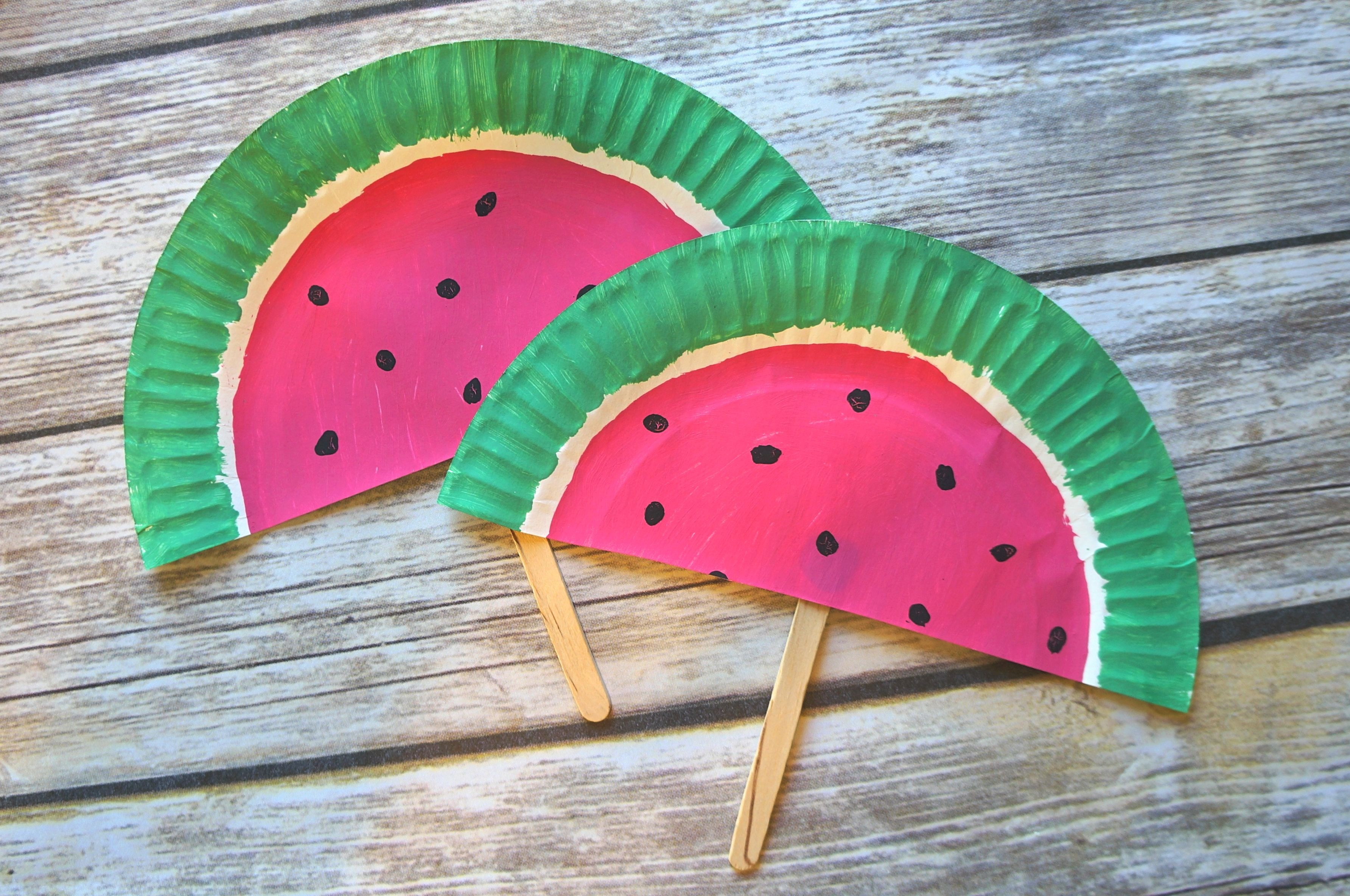 Watermelon paper plate fans what a fun summer DIY paper fan craft : paper plate activity - pezcame.com