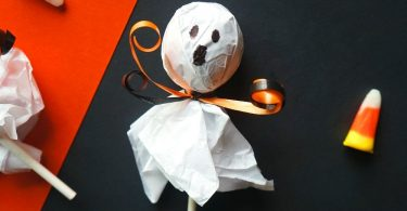Halloween lollipop ghosts - an easy and cheap Halloween crafts