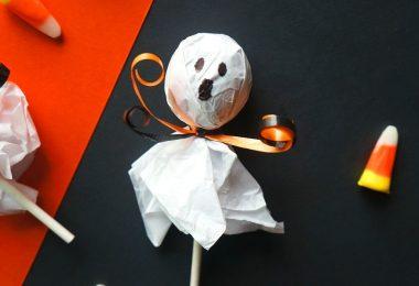 Halloween lollipop ghosts - a cute Halloween treats for kids