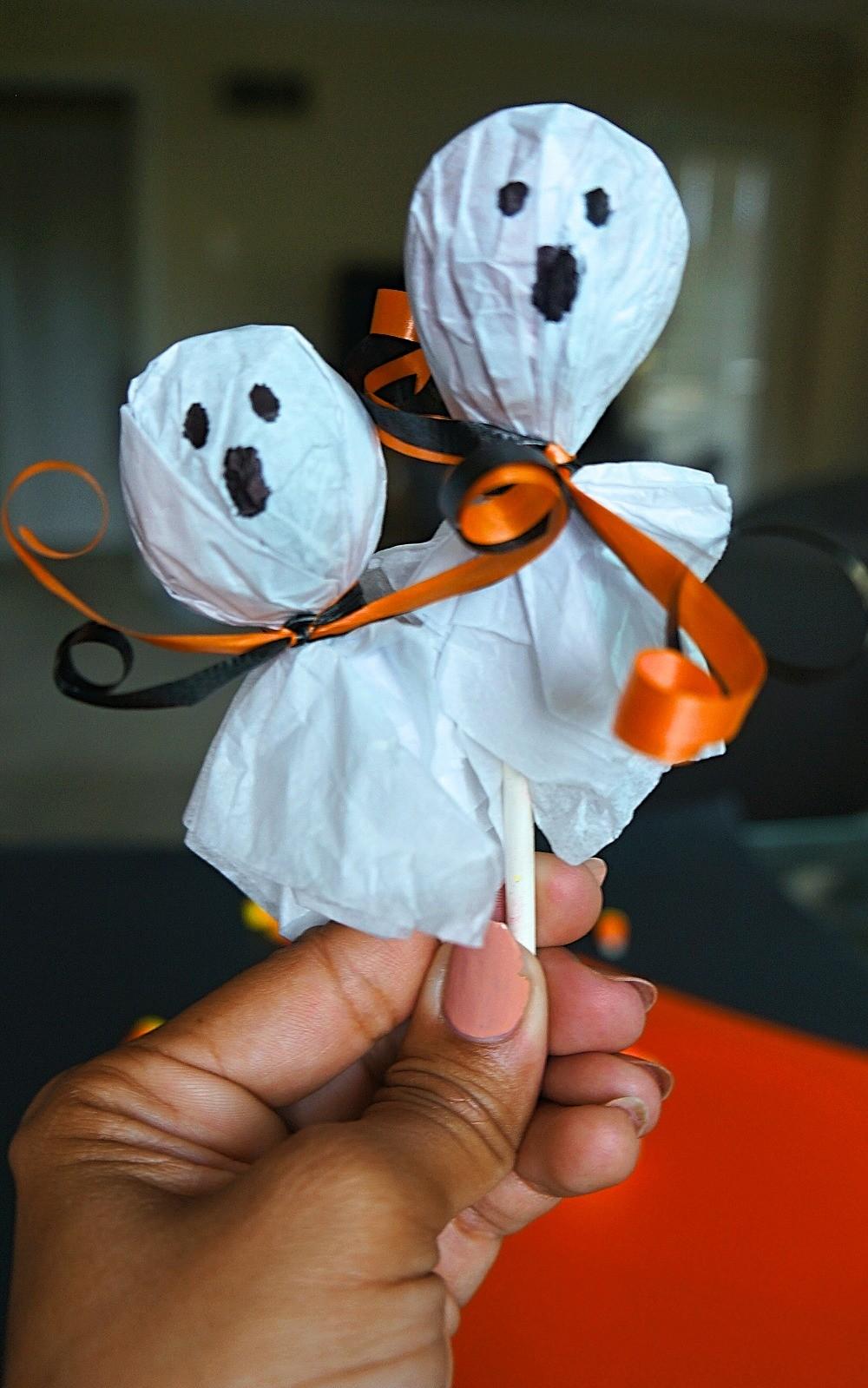 Tootsie pop ghosts craft for Halloween